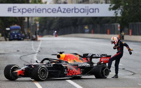 フェルスタッペン、タイヤを蹴る:2021年F1アゼルバイジャンGP