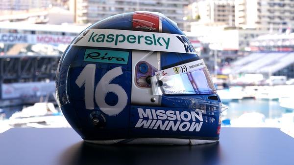 シャルル・ルクレール(フェラーリ)モナコ仕様のヘルメット:2021年F1モナコGP