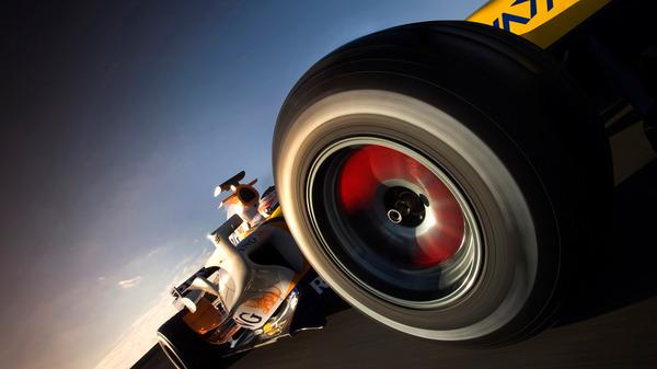 2007年、ルノーR27に乗るヘイキ・コバライネンをとらえたフロントウィングの車載カメラ