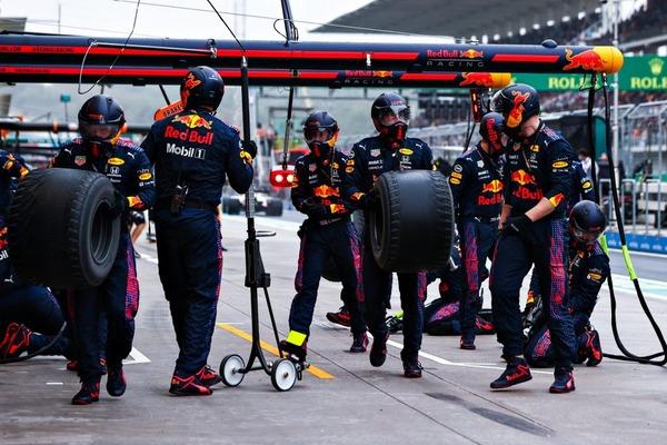 日曜日、湿ったコンディションの中で、インターミディエイトタイヤはスリックに似てきた:2021年F1トルコGP