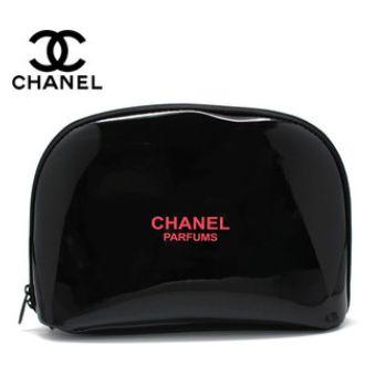 b735bc33af51 このシャネルの非売品の化粧ポーチ(コスメポーチ)は、 黒地にピンクのロゴでとても可愛いです!