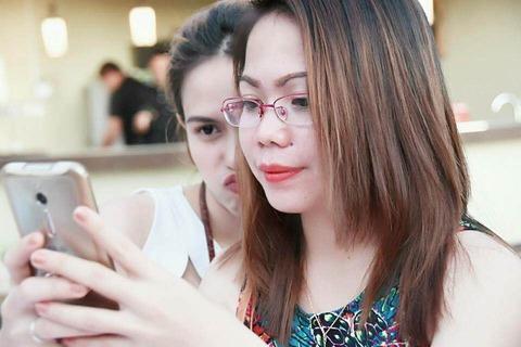 メガネをかけたフィリピン人