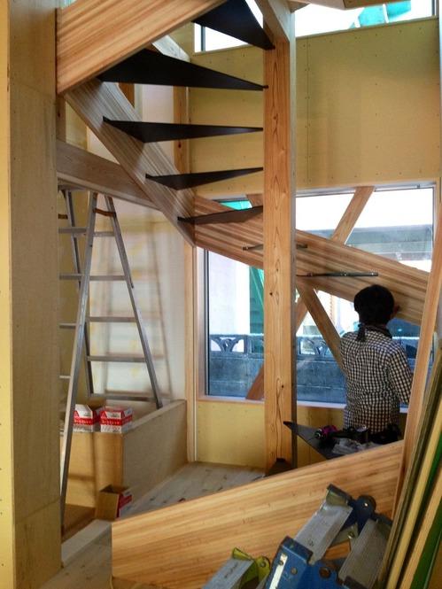 螺旋階段リターンズ、木製でかっこいい螺旋階段はつくれるのか?