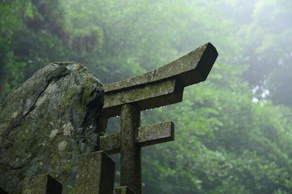 神社の社殿は日本古来のものなのか?外国のものなのか?狛犬や鳥居はどこから来たのか?