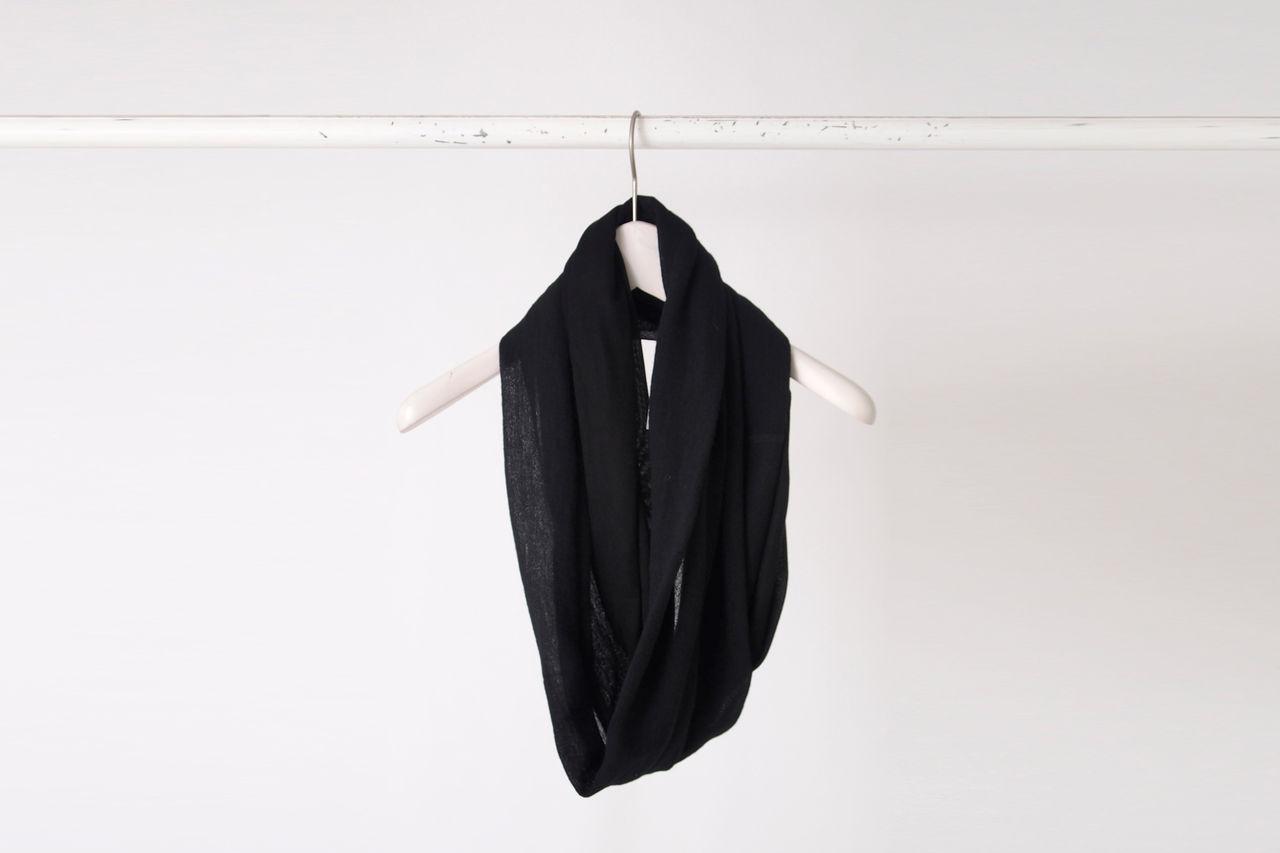 patrick_stephan_black_ring_scarf