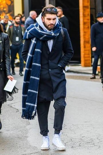 【雑談】なんでお前らってコートの下にパーカー着てしまうの?