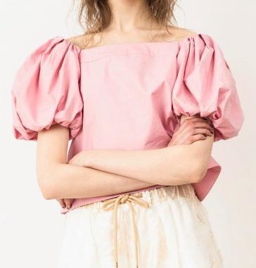 snidel (スナイデル) sweet 2017年6月号で斎藤 飛鳥さん着用のオフショルダーパフスリーブブラウス