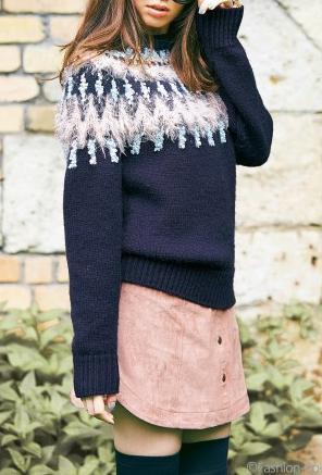 リランドチュールの鈴木えみ着用のフロント釦Aラインスエードスカートが可愛いと評判ですね。