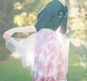 リランドチュールの美人百花4月号で小嶋陽菜さん着用のぼかし花チュール重ねスカート!