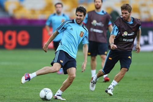 Cesc+Fabregas+Sergio+Ramos+Spain+Training+TxwtWxj02e1l