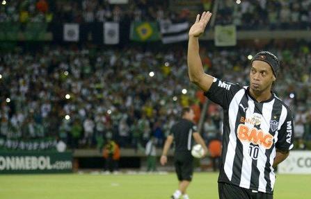 A・ミネイロが失踪した元ブラジル代表ロナウジーニョと契約解除へ