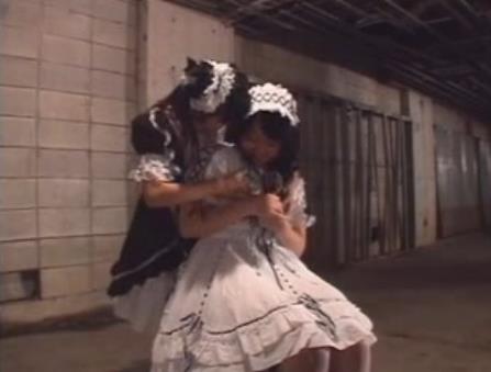 ゴスロリ衣装の巨乳少女たちが見せるレズビアンセックス