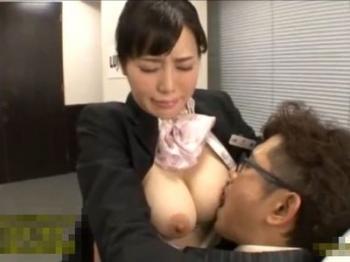 森ななこ おっぱい好きの教官に乳首を吸われてセクハラ研修に悶える巨乳CAw