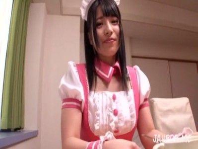 カメラ目線で話しかけるメイド姿の亜衣ちゃんの映像は'ボクだけ'感120%!