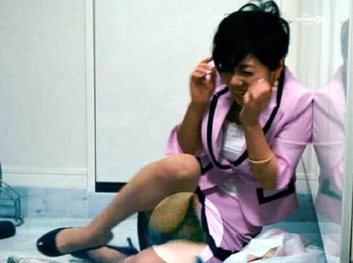 倉科カナ、純白パンチラ!スカートの中の股間部分が見えちゃった