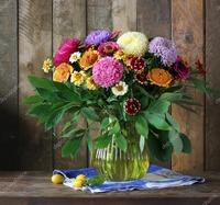 depositphotos_125771562-stock-photo-still-life-with-a-bouquet[1]
