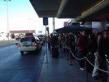 ラスベガスの空港でタクシーを待つ☆