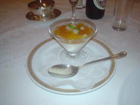 パンナ・コッタと洋梨のデザート