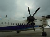 松山へはプロペラ機で