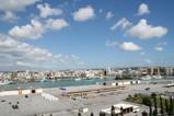 空と海と街と