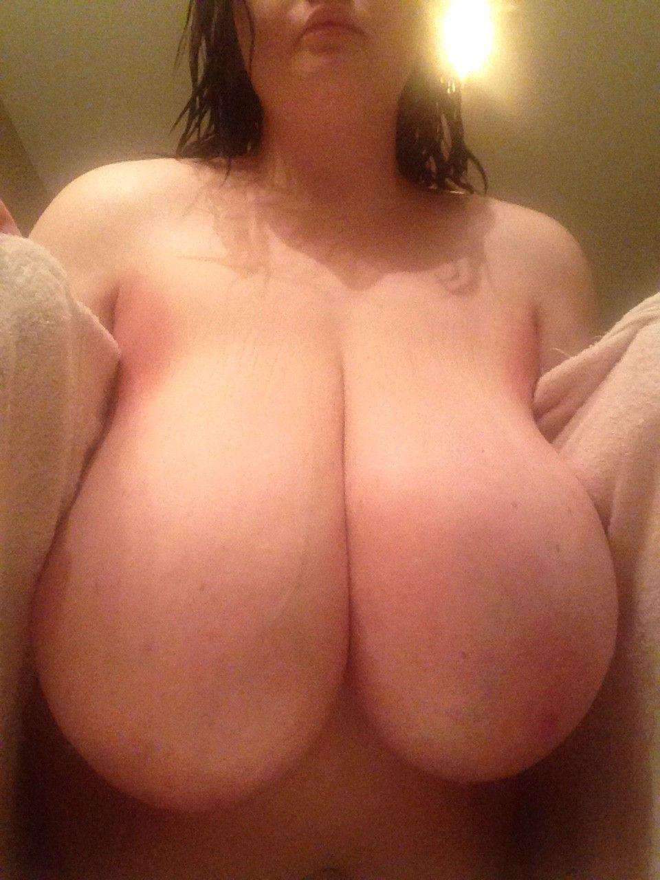 美巨乳ロケット乳超乳女子写真