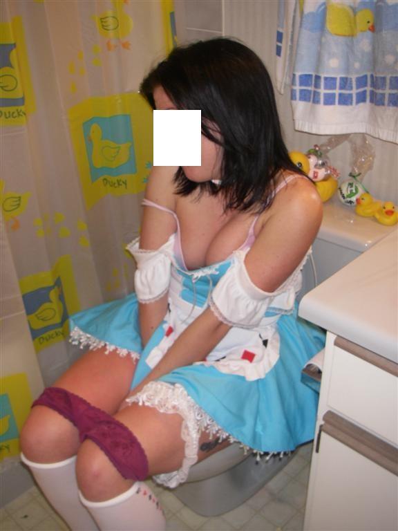 トイレで記念収録するシロウト女子写真