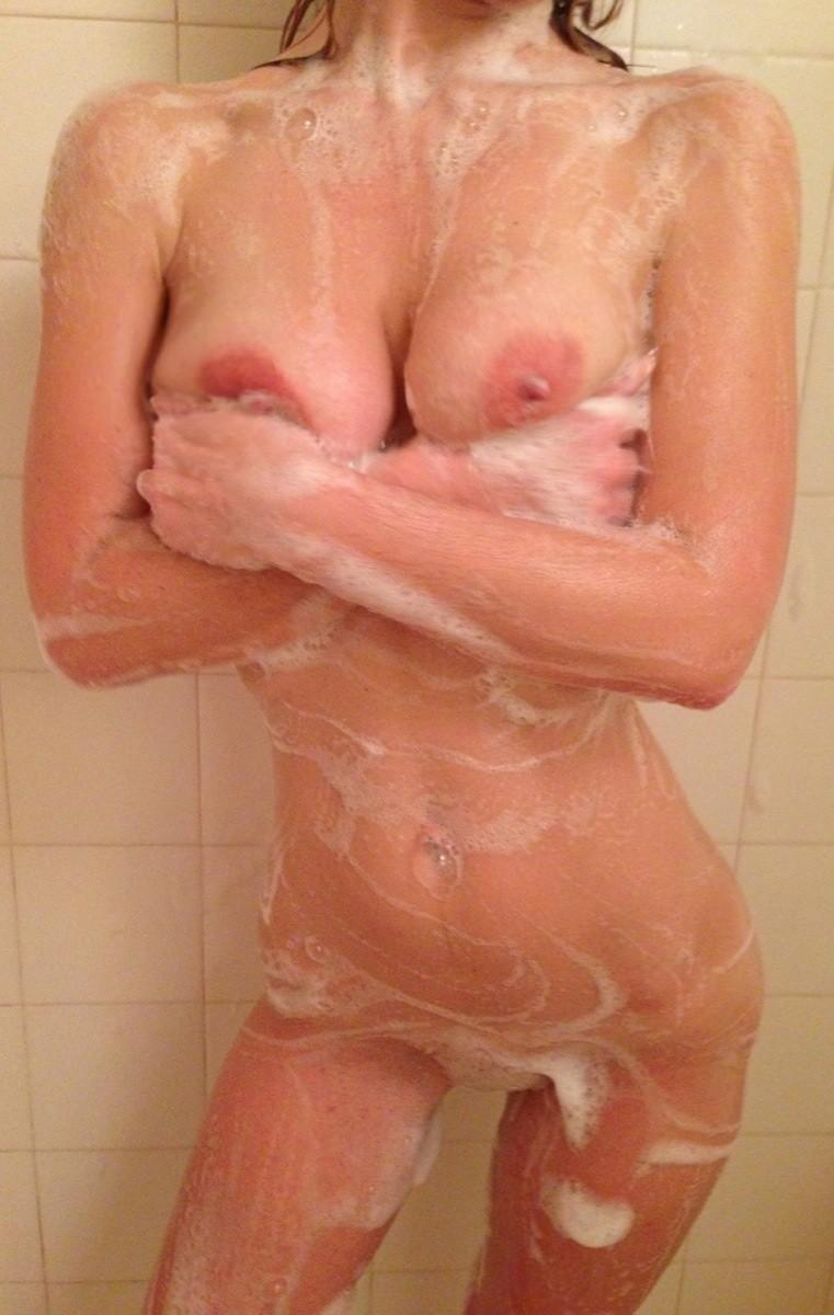 女の人がお風呂に入っている所を激写したえろ写真