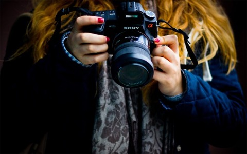 Photographer-Holding-Camera-in-Hand-600x375
