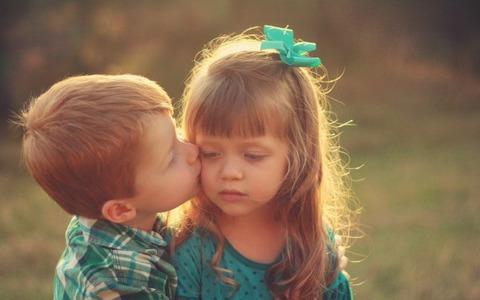 Boy-Kissing-Girl-600x375