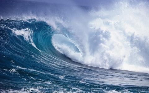Big-Wave-in-the-Ocean-600x375