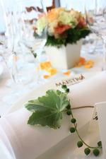 バラ「カフェラテ」を使った初春の装花2