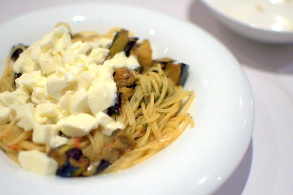 モッツァレラとアンチョビ賀茂茄子のオイルソーススパゲティーニ03