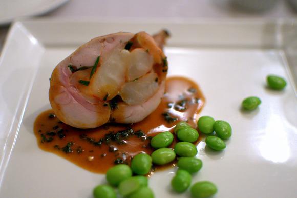 フランス産仔ウサギもも肉のエビ詰めロースト、エビのソース04