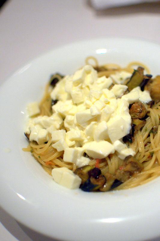 モッツァレラとアンチョビ賀茂茄子のオイルソーススパゲティーニ02