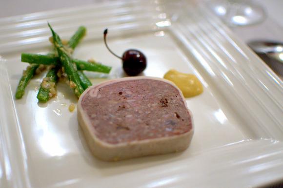 猪のテリーヌサクランボ酢漬け添え01