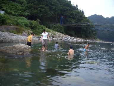 050717キャンプ川遊び.jpg