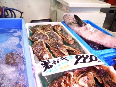 070806宮古市場牡蠣売場
