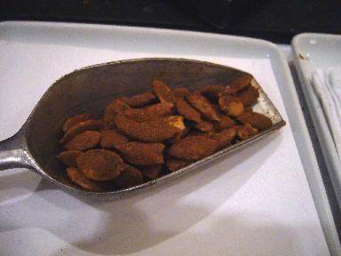 060319メルカドカボチャの種のシナモン風味.jpg