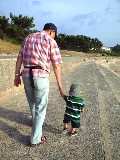080807志賀島祖父と孫