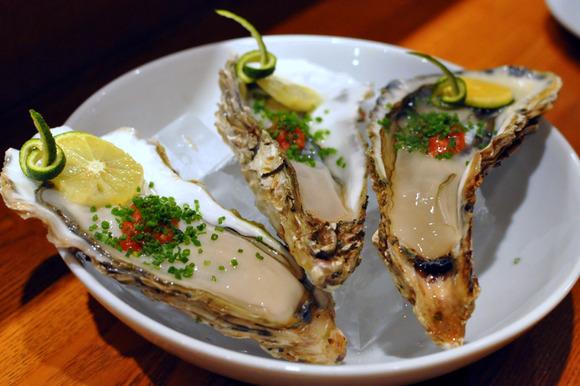 岩手産殻付き生牡蠣柚子風味のわさびカクテルソース