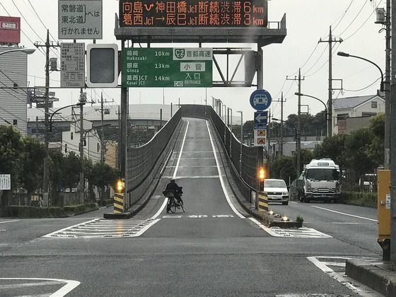 Twitter民「ジジイが自転車で高速道路入っていった」パシャ