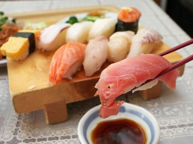 10年修行した寿司職人「一皿200円ね!」数ヶ月修行した寿司職人「一皿100円ね!」←どっちの寿司食べる?