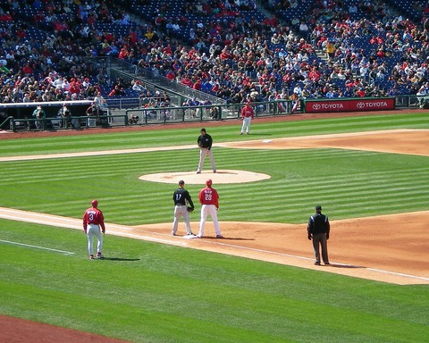 Runner_on_first_at_Citizens_Bank_Park_(2372252062)
