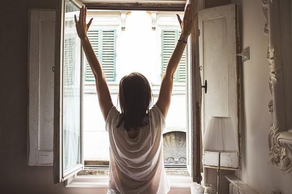 window-1148929__480