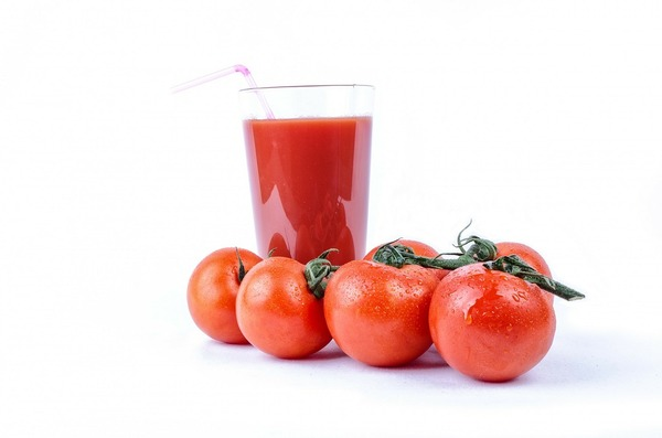 【朗報】トマトジュースを飲む習慣の効能がヤバすぎるお前らなんで飲まないの?