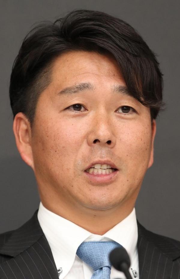 【朗報】日ハム實松、来季も現役続行!!!