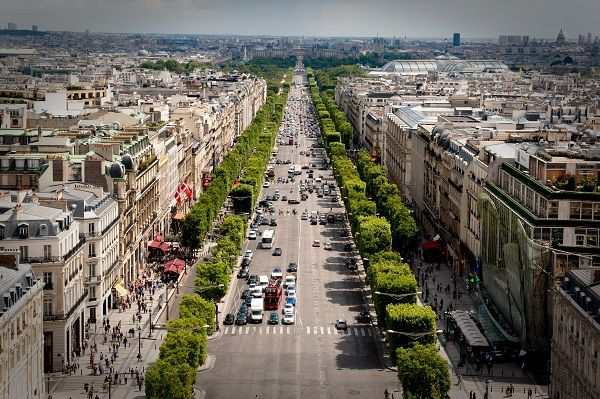 Avenue_des_Champs-Elysees_July_24,_2009_N1