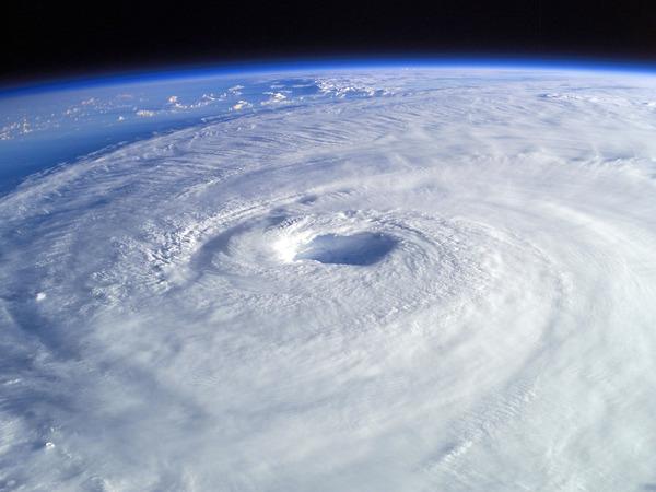 99999999999999999兆hpaの台風が来たときにありがちなこと