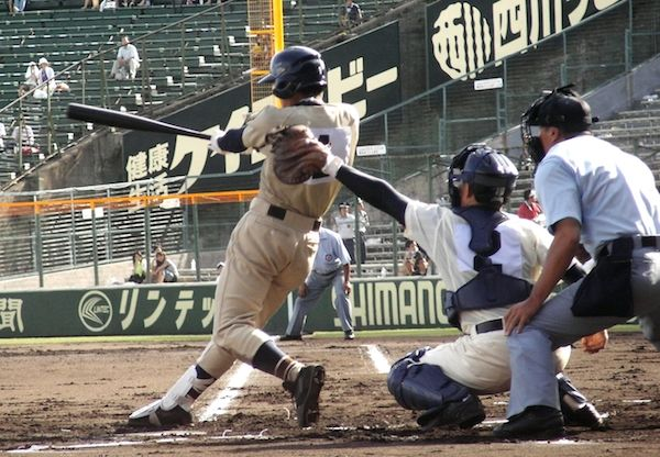 Batting_High_school_baseball_in_Japan_2007