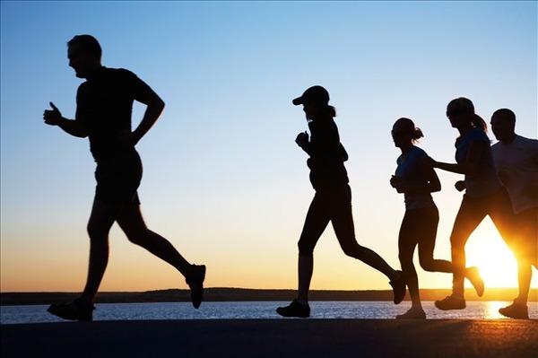 スポーツ庁「なんか調べてみて分かったけど運動してる人の方がそうじゃない人より体力年齢若いね」